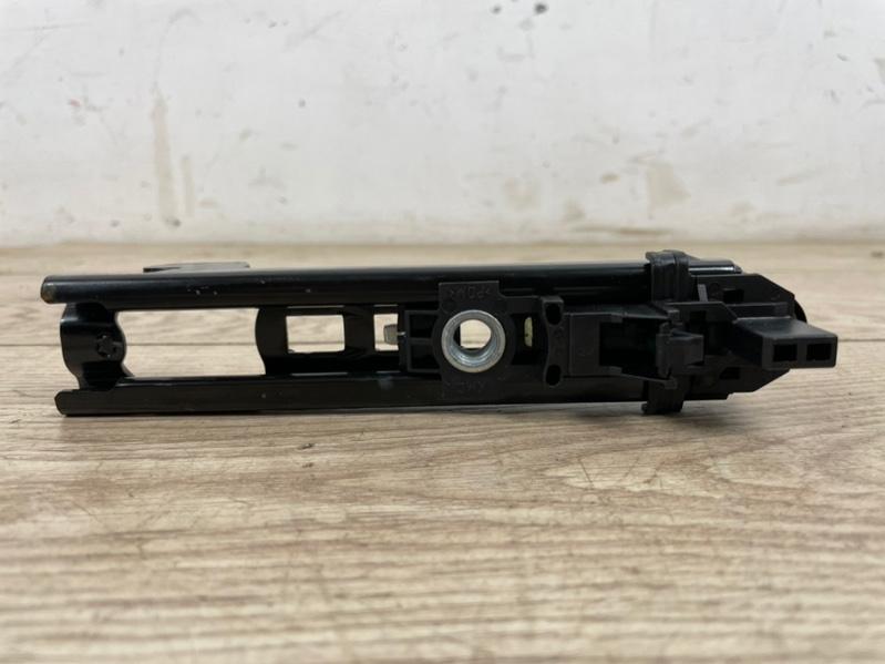 Механизм регулировки ремня безопасности VW Touareg 2 7P