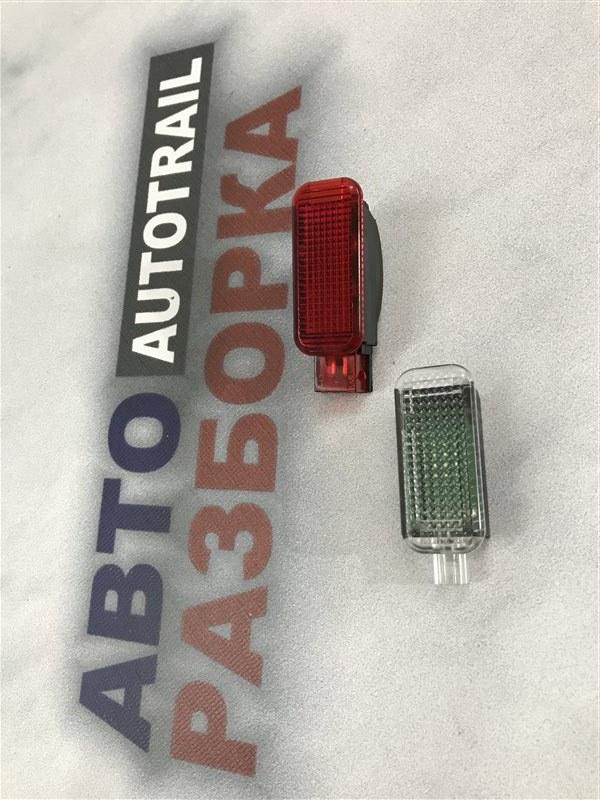 Сигнальная лампа двери передняя правая Audi A7 2012 год 4G 3.0L 6Y0947410 контрактная
