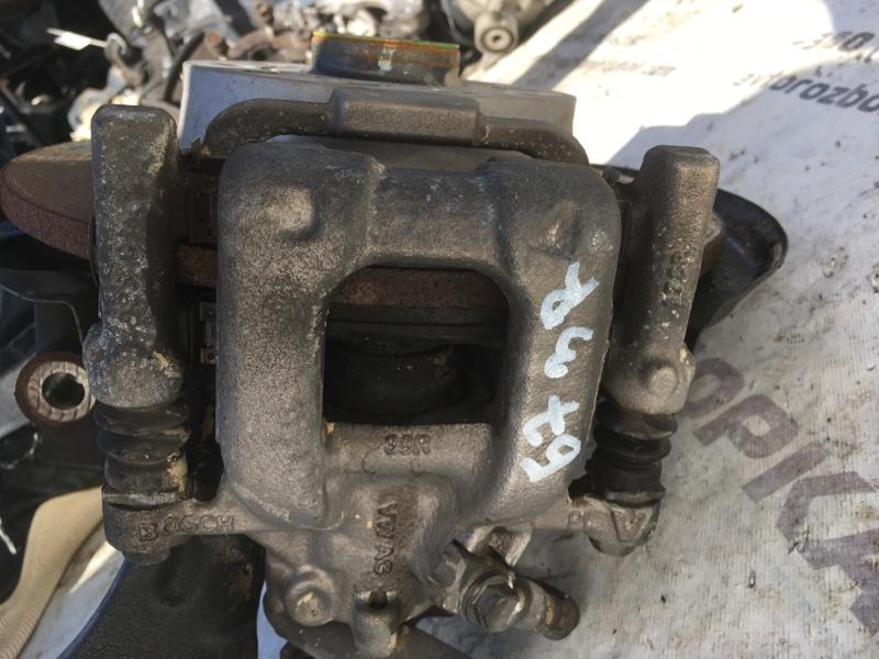 Суппорт тормозной задний правый Passat 2014 год B7 1.8L