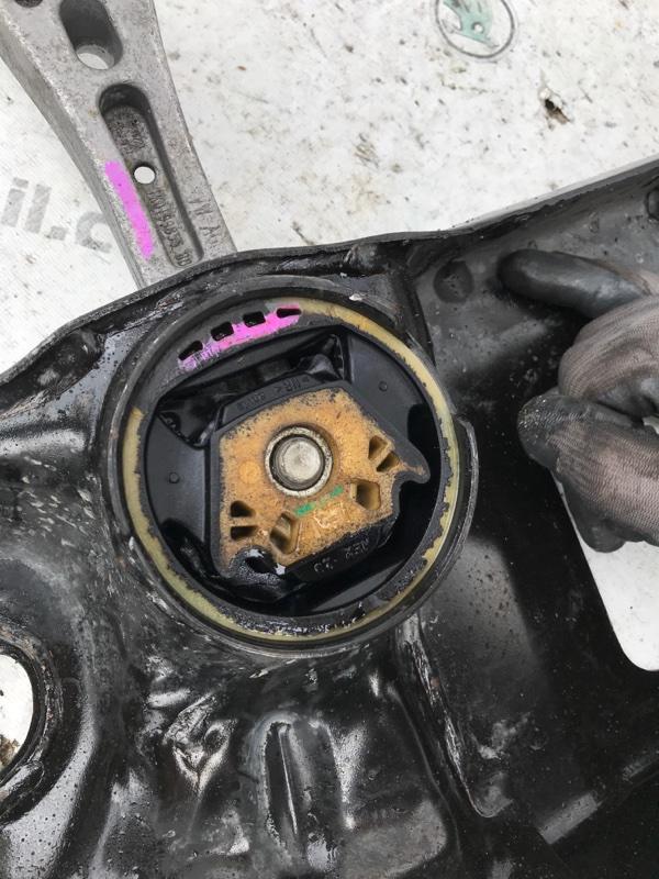 Подрамник передний Passat 2017 год B8 1.8