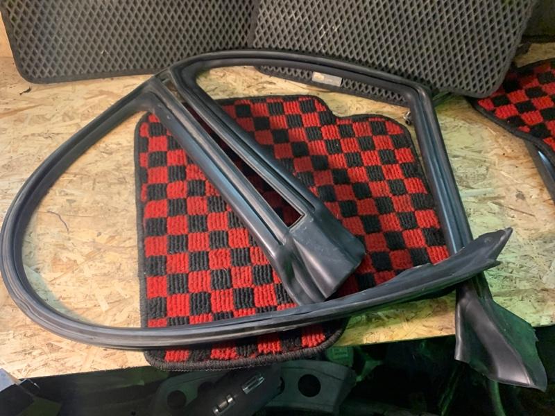 Уплотнитель дверей Subaru Legacy 2005 BP5 EJ20x 63521AG010 Б/У