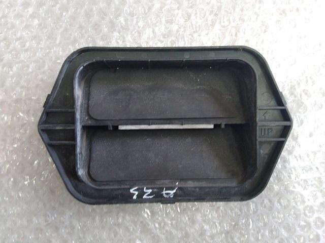 Решетка вентиляционная MAZDA 3 (BK) 2002-2009 C14551921 Б/У