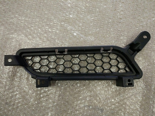 Решетка радиатора MITSUBISHI LANCER X (07-) 6405A139 новая