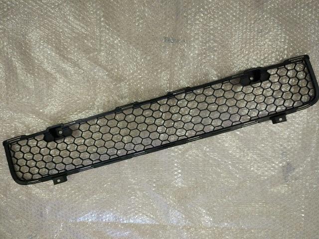 Решетка в бампер (под две решетки) MITSUBISHI LANCER X (07-) 6400B397 новая