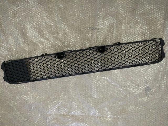 Решетка в бампер (под цельную решетку) MITSUBISHI LANCER X (07-) 6400A827 новая
