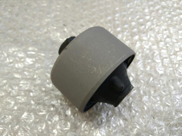 Сайлентблок переднего рычага задний передний TOYOTA CAMRY 50 (2011-2014) 48655-33050 новая