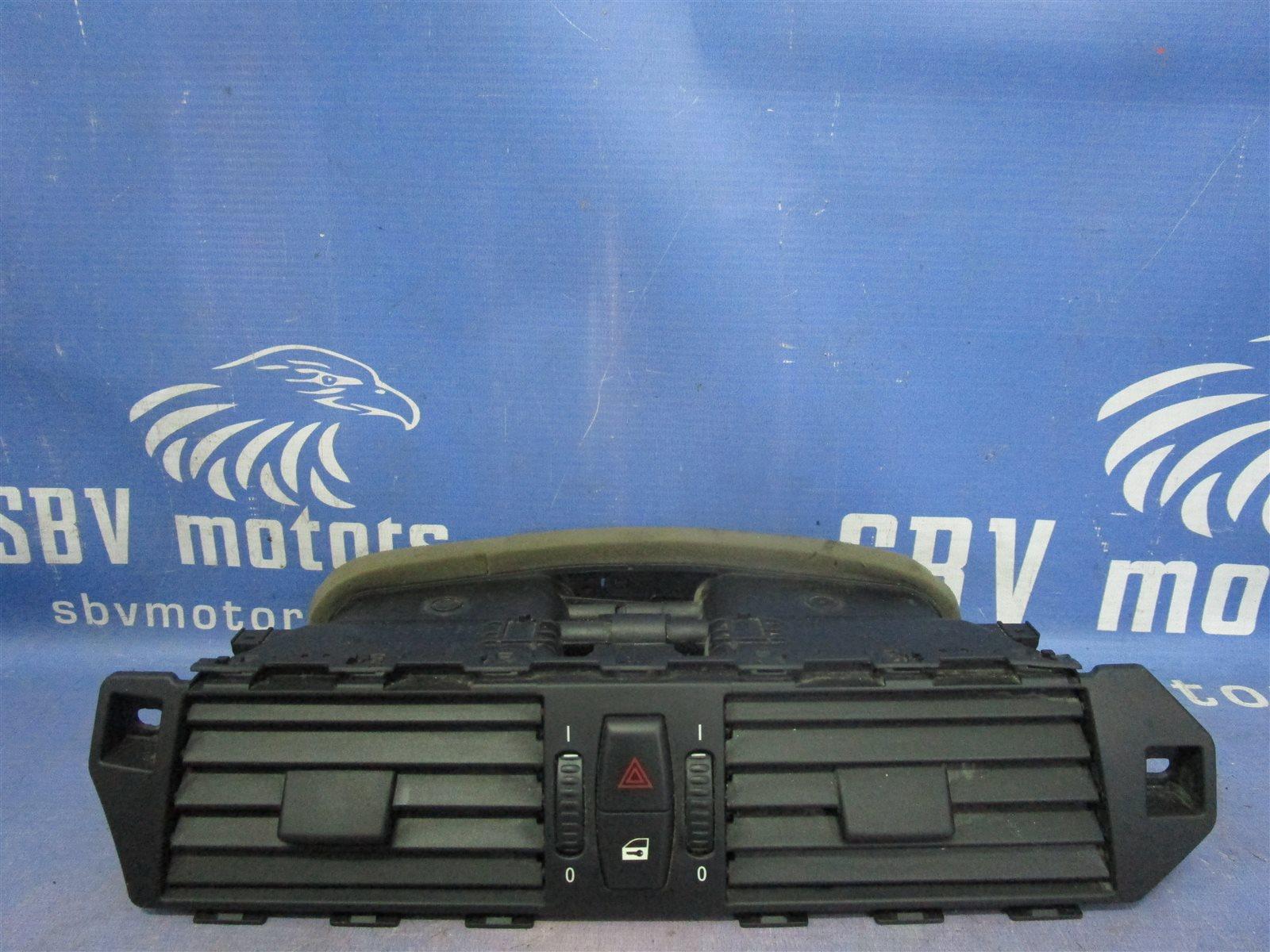 Дефлектор воздуходува центральной консоли BMW 5-series 2004 E60 M54B30 / 306S3 6910734 контрактная