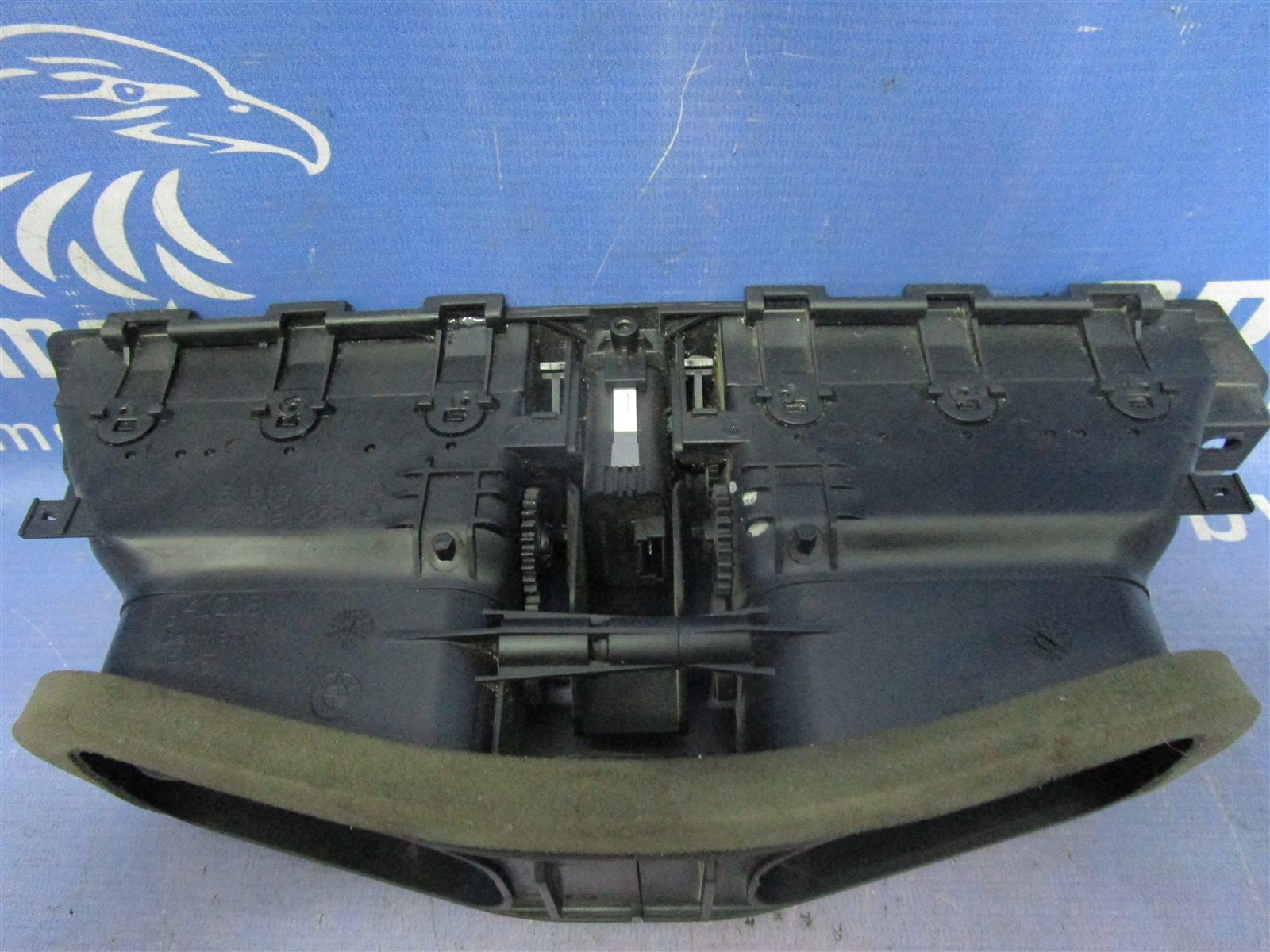Дефлектор воздуходува центральной консоли 5-series 2004 E60 M54B30 / 306S3