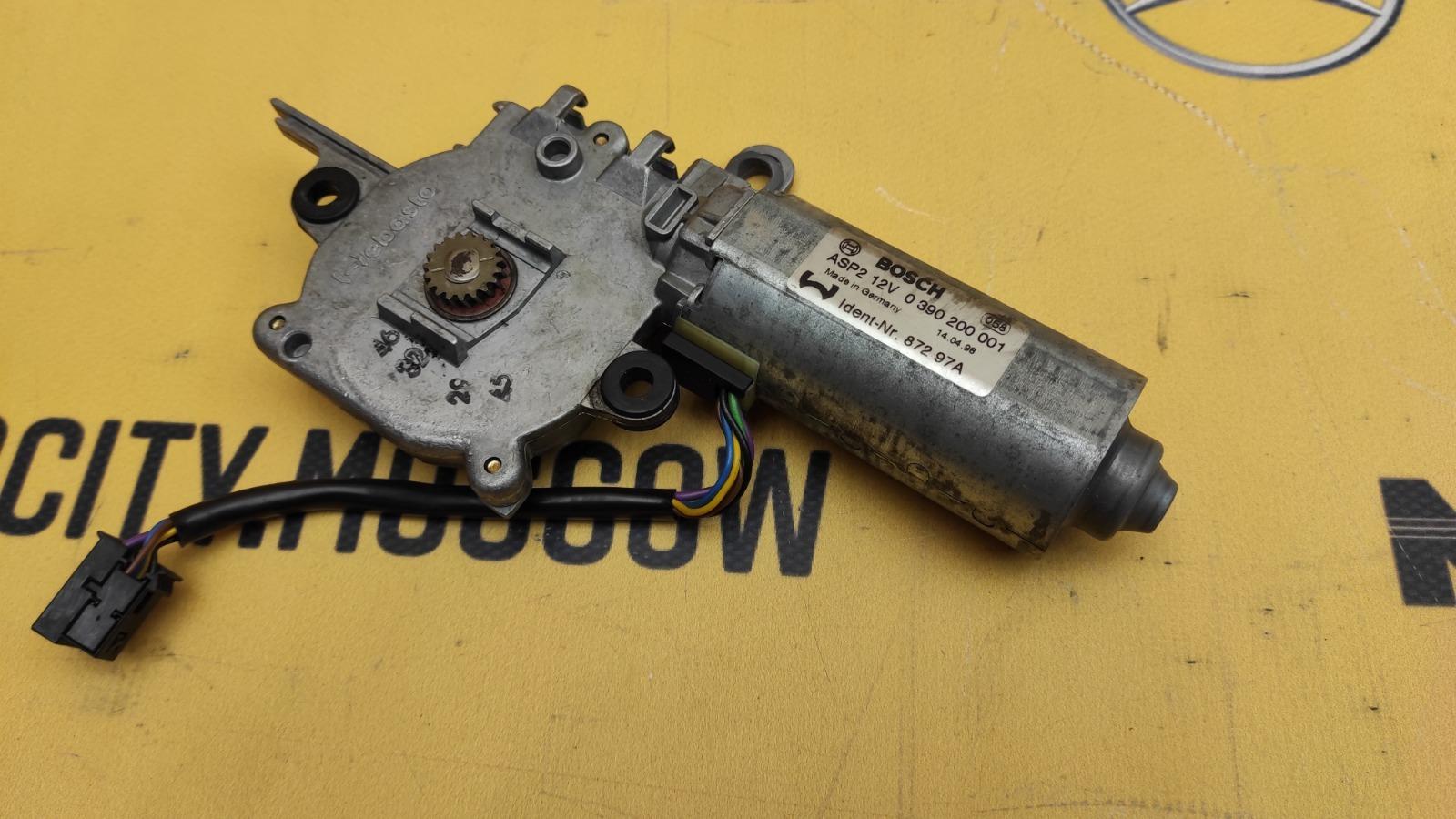 Моторчик люка 1998 W210 M112.941 3.2