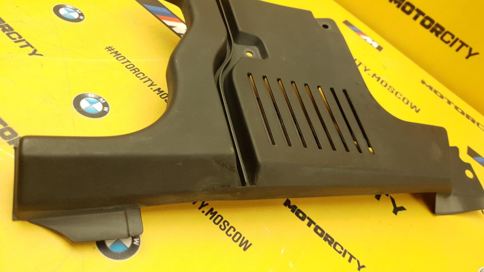 Накладка подкапотная передняя правая 1997 W140 M104.994 3.2