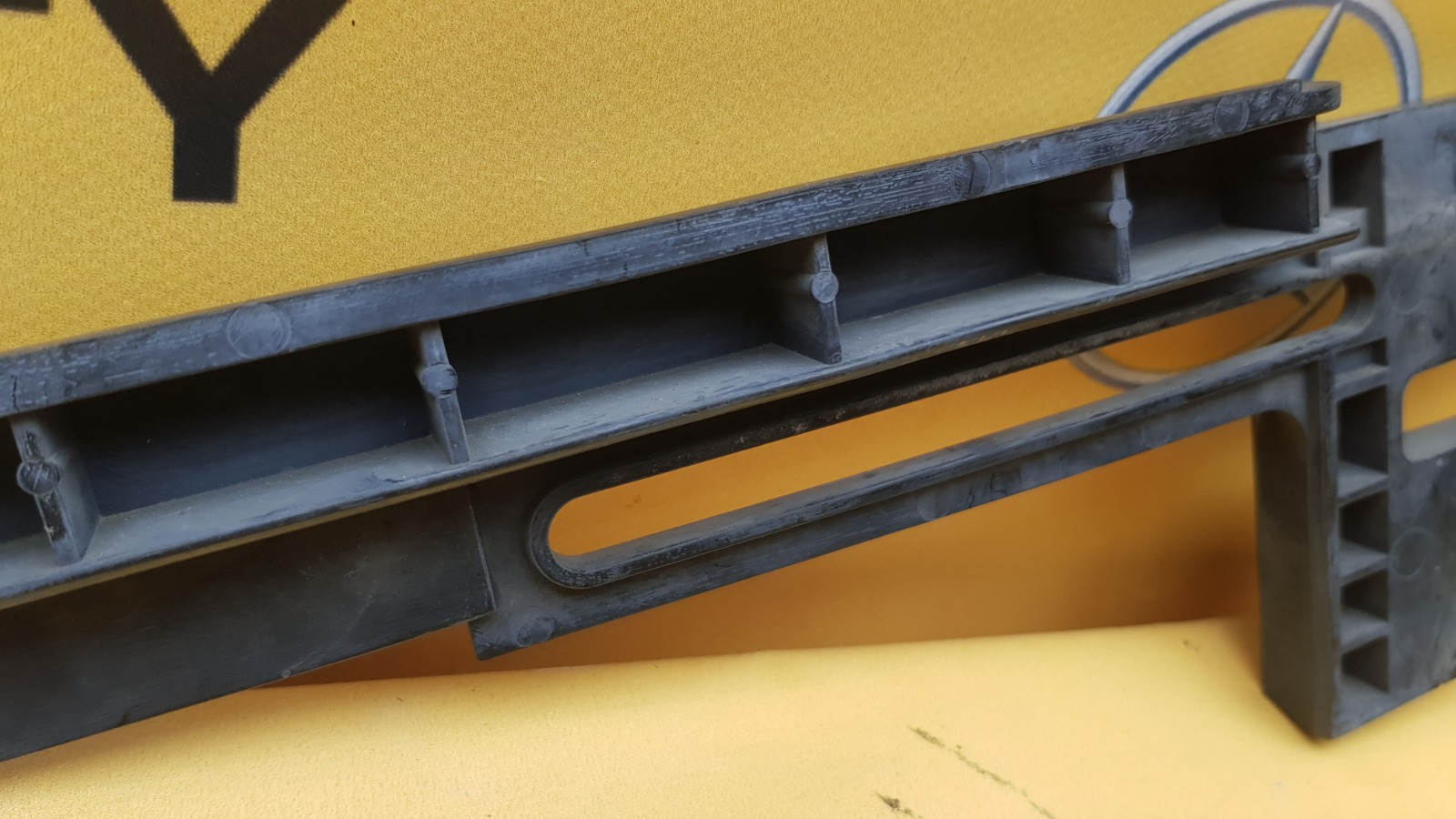 Кронштейн бампера передний 1999 W210 M113.980 5.5