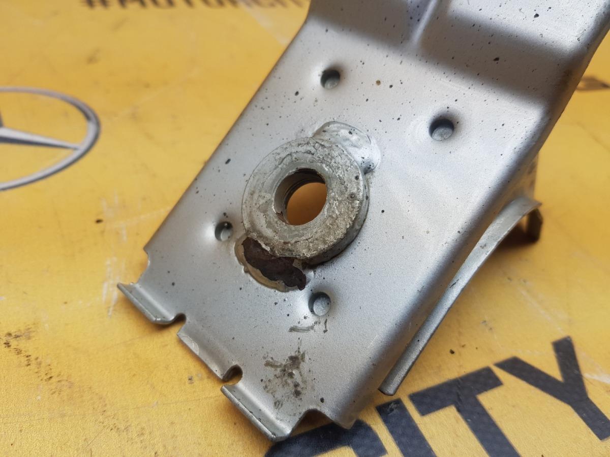 Кронштейн бампера 1996 W210 M119.980 5.0