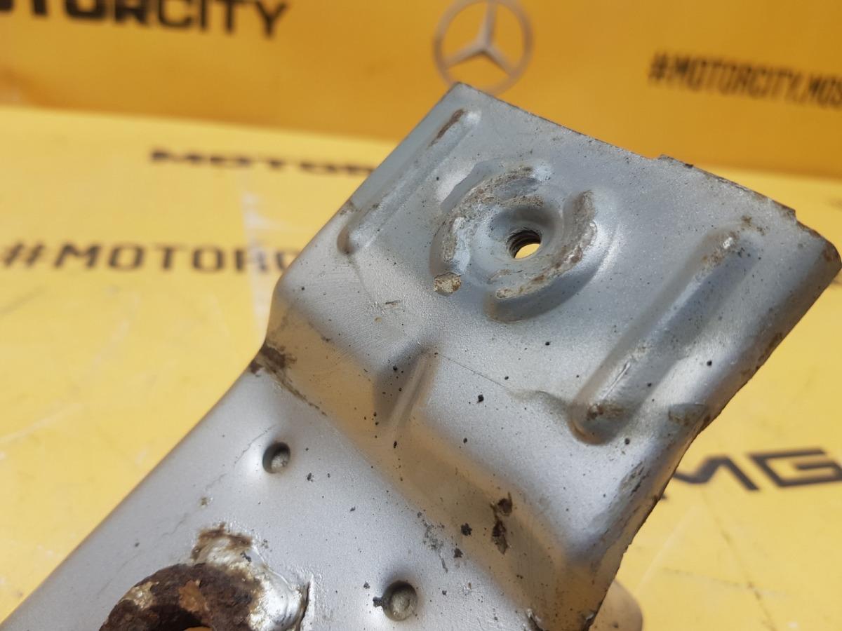 Кронштейн бампера Mercedes-Benz W210 M119.980 5.0