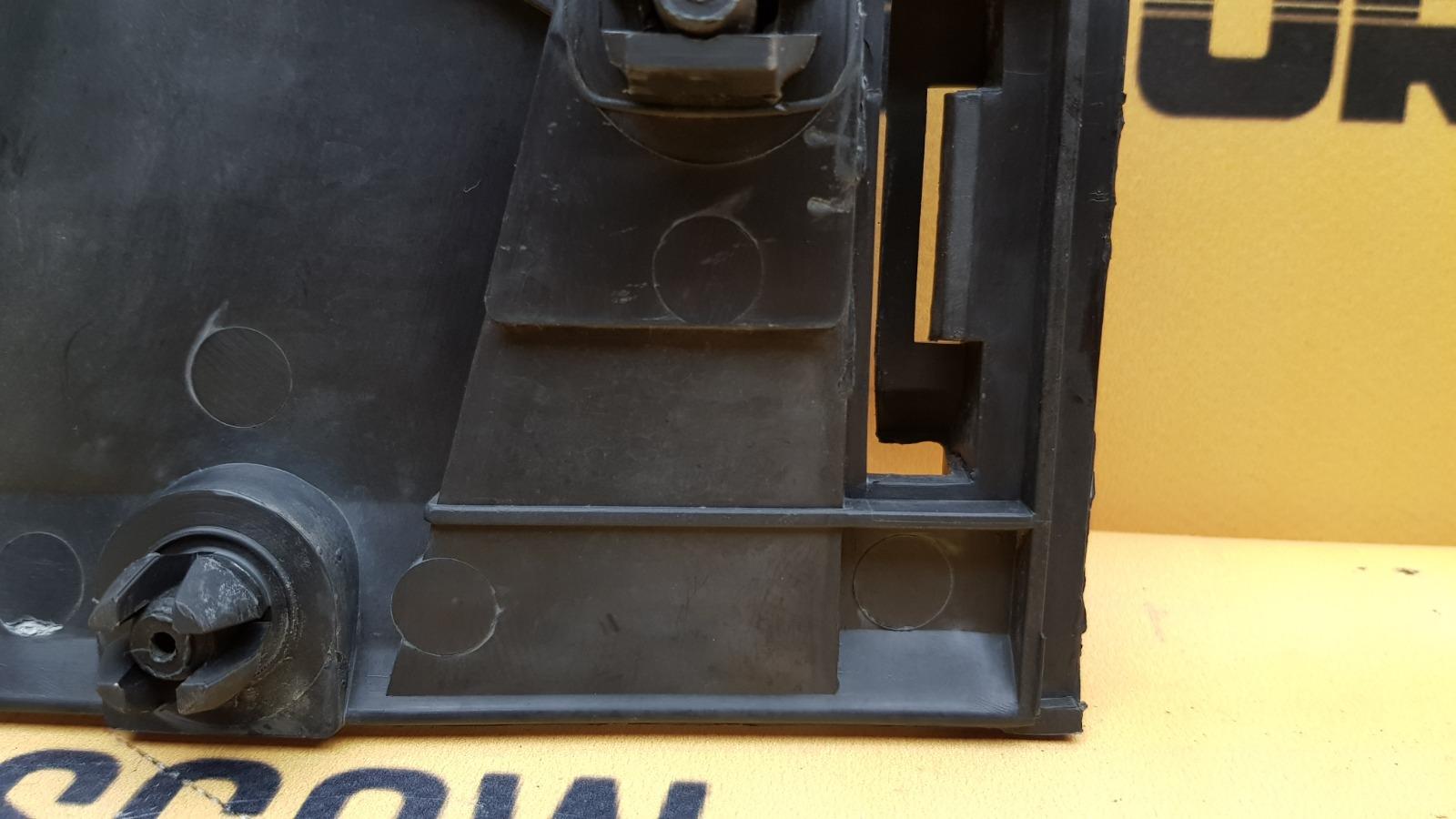 Направляющие бампера заднее 1999 W638 M104.900 2.8