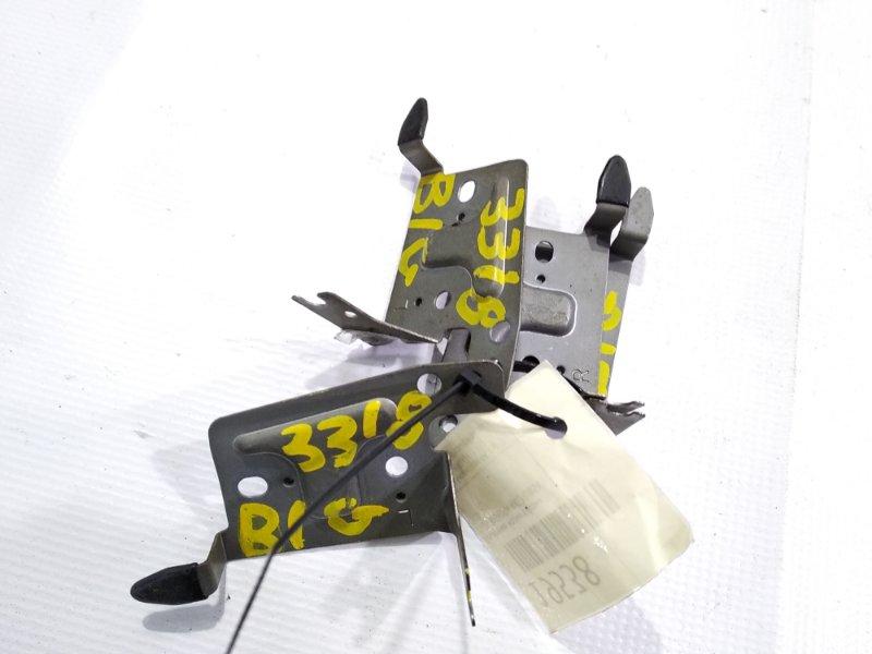 Крепление магнитофона ISUZU BIGHORN UBS69 4JG2 контрактная