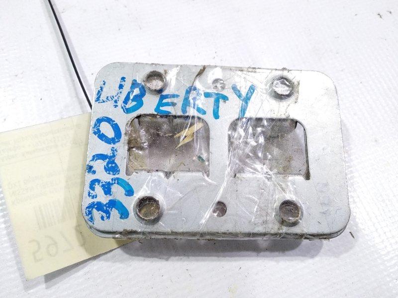 Крепление магнитофона переднее NISSAN LIBERTY 06.2002 RM12 QR20DE 28038VE000 контрактная