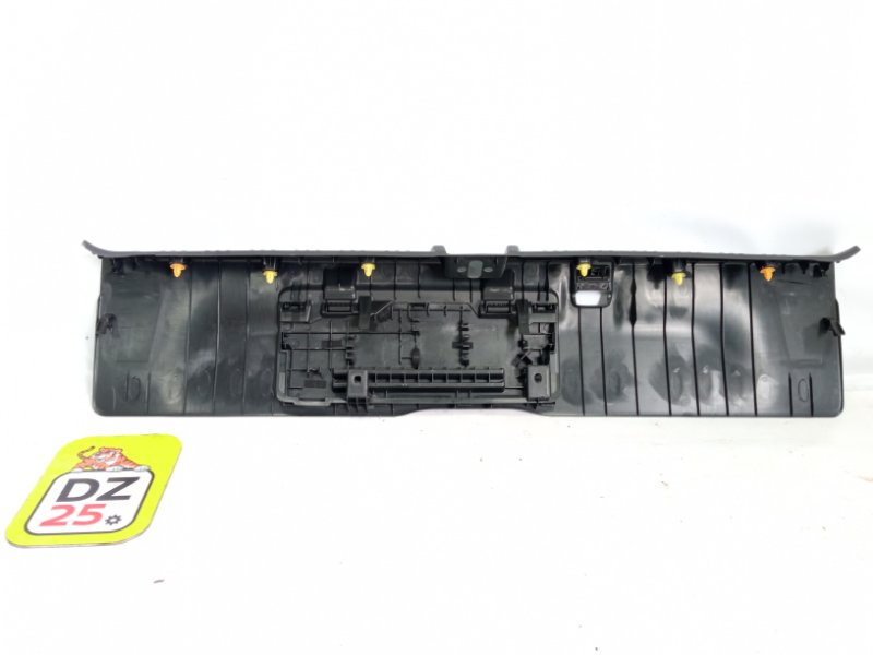 Пластик замка багажника задний STEP WAGON 2010 RK5 R20A