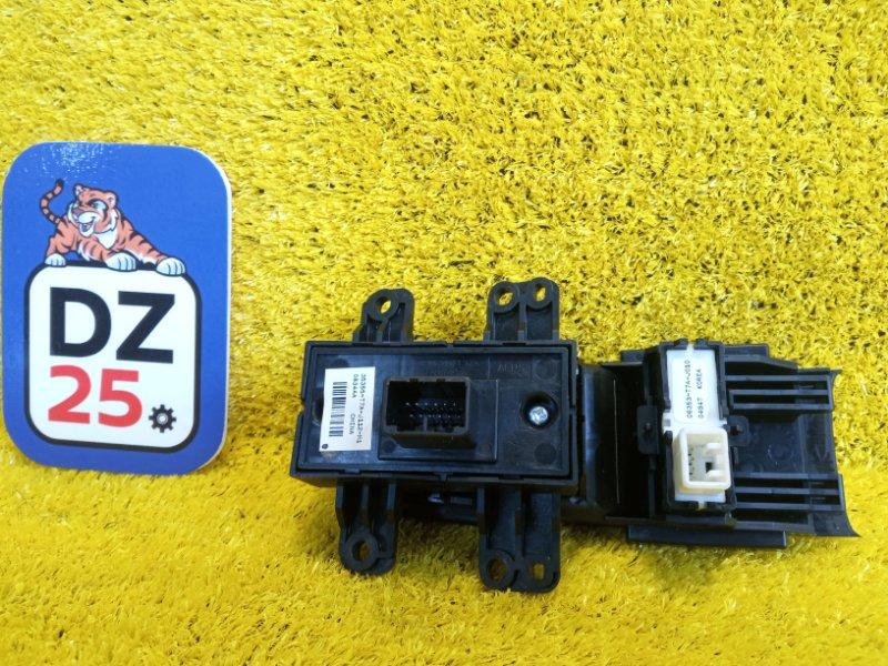 Блок управления парковкой HONDA VEZEL RU1 LEB