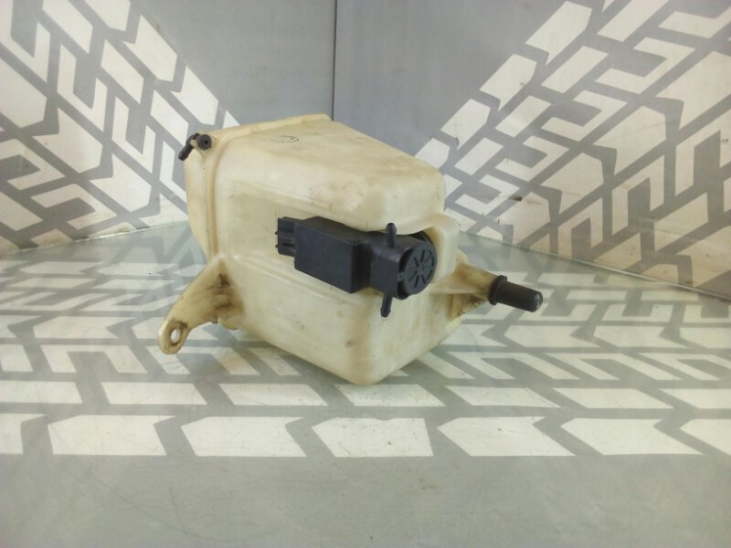 Бачок стеклоомывателя Corolla AE100 5A-FE