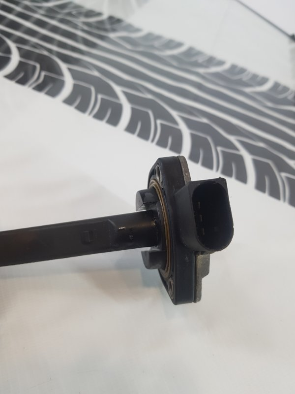 Датчик уровня масла в двигателе BMW 3-Series M54B22