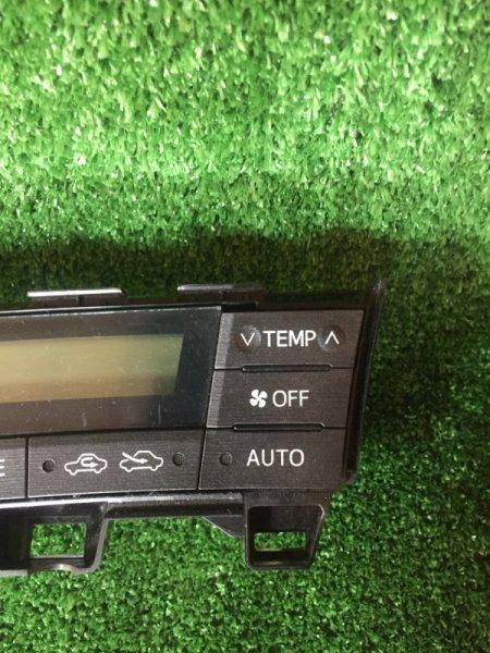 Блок управления климат-контролем Toyota Prius ZVW30 2ZR-FXE