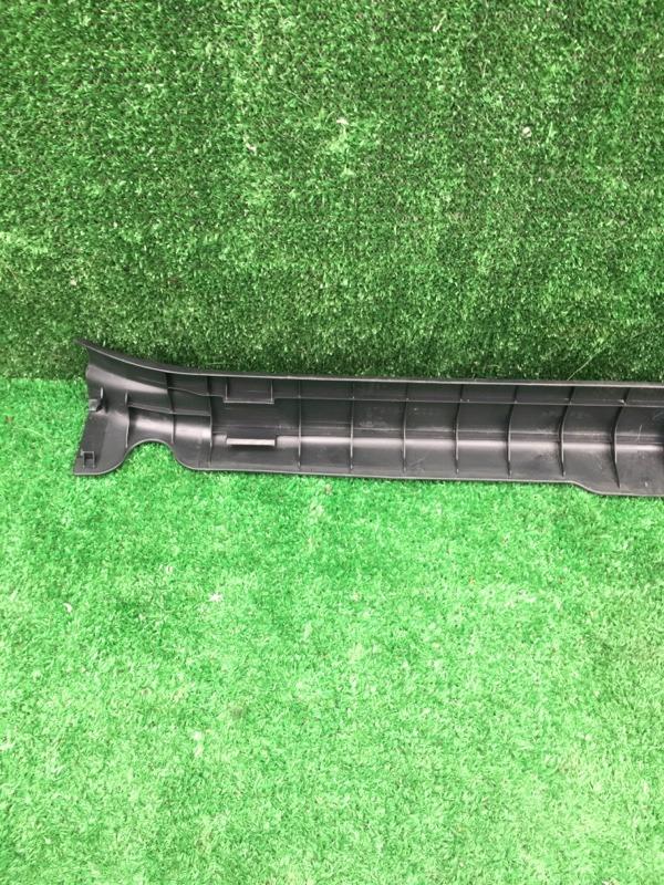 Порожек пластиковый передний правый Aqua 2015 Nhp-10 1NZFXE