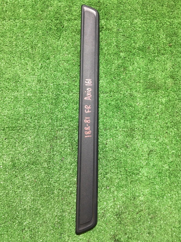 Порожек пластиковый передний правый Toyota Corolla Axio 2012 NZE-161 1NZFE 67911-12140 контрактная