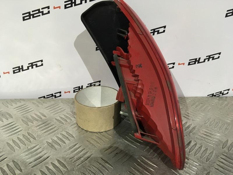 Фонарь правый Peugeot 3008 1 1.6