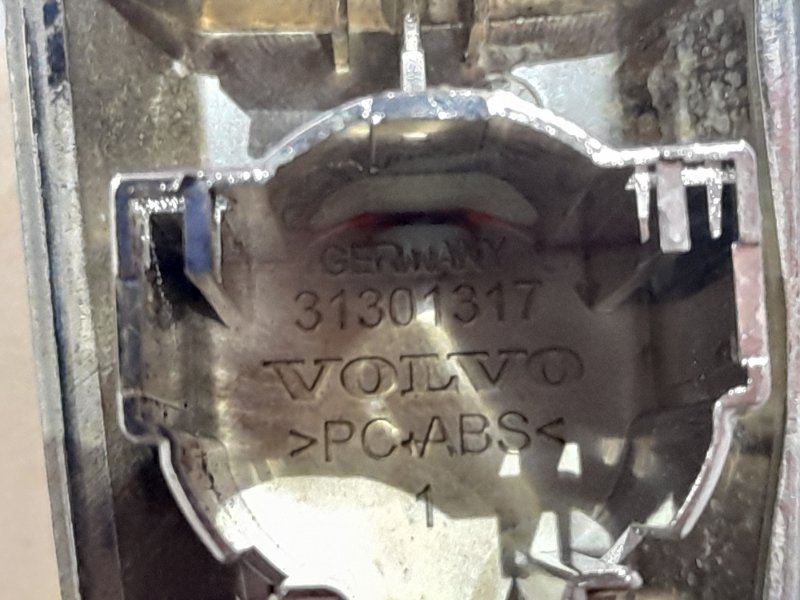Накладка на замок передняя правая S60 2013 1.6