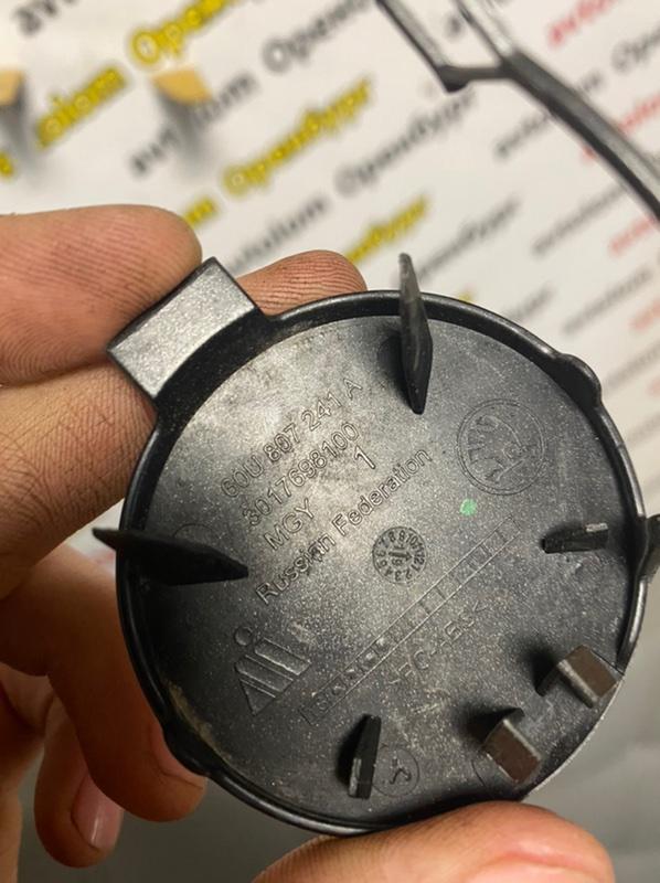 Заглушка буксировочного крюка передняя Skoda Rapid 2