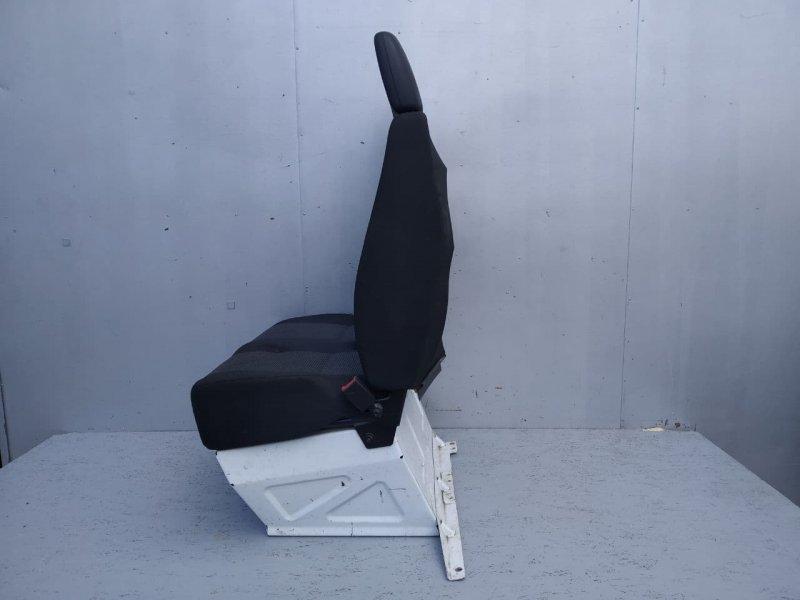 Сиденье переднее правое Mercedes Sprinter W909