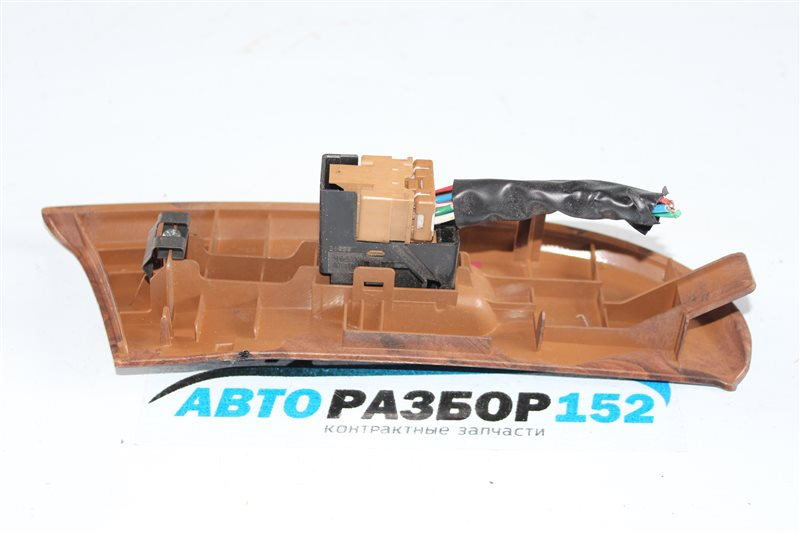 Кнопка стеклоподъекника передняя левая Nissan Cefiro a33 VQ20DE
