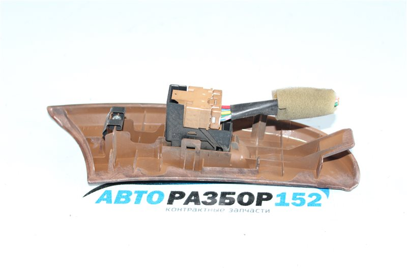 Кнопка стеклоподъекника задняя левая Nissan Cefiro a33 VQ20DE