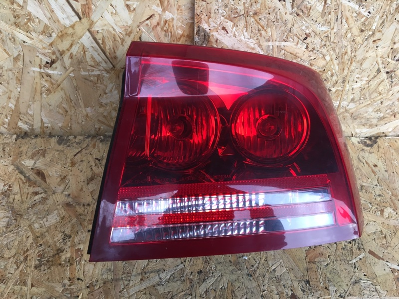 Фонарь задний правый Charger SRT-8 2008 6.1
