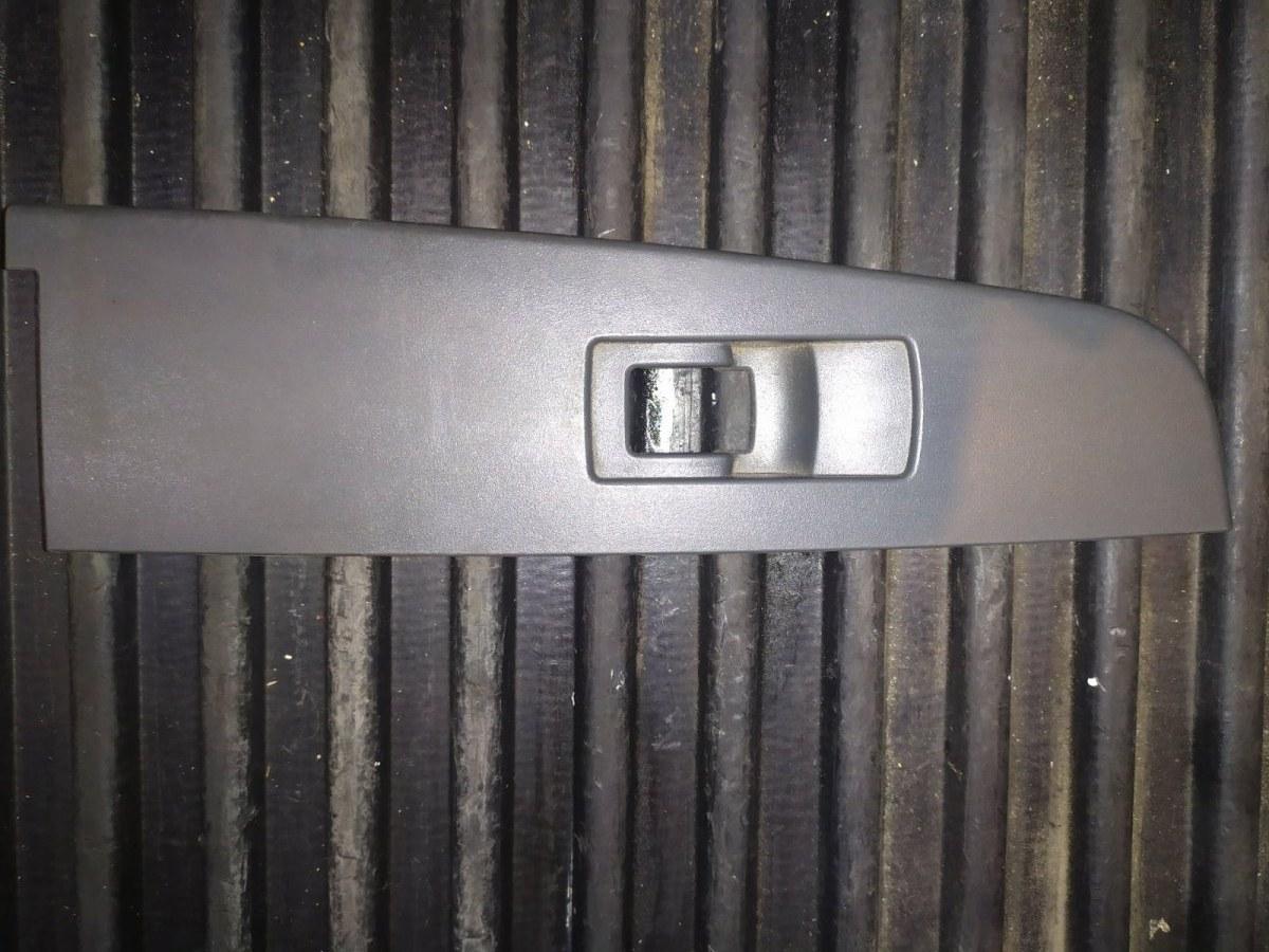 Рамка кнопок стеклоподъемника задняя правая Ssangyong Kyron 7326009000ABQ Б/У