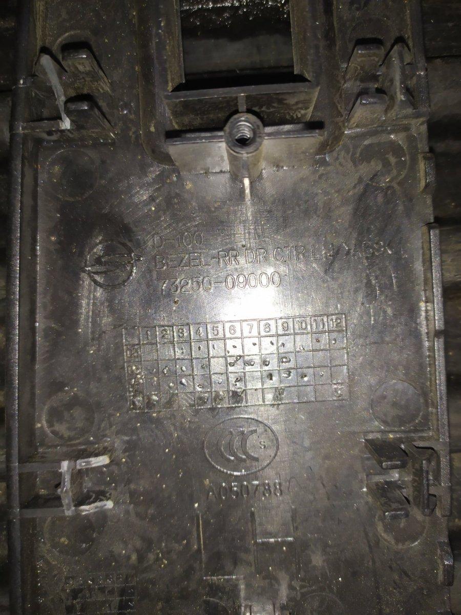 Рамка кнопок стеклоподъемника задняя левая Kyron