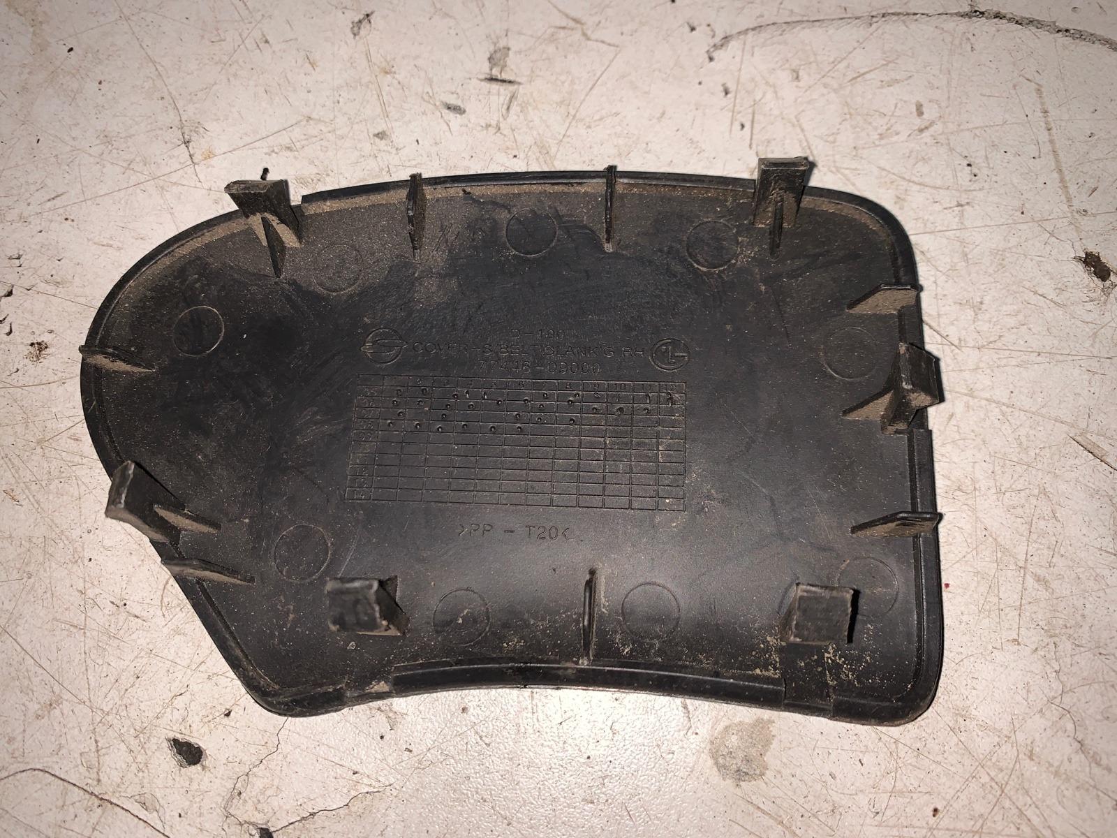 Заглушка панели багажника правая Kyron