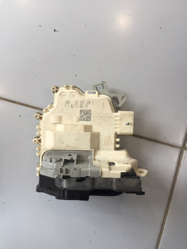 Замок двери передний правый Audi A1 2010-2018 8X 8J1837016E контрактная