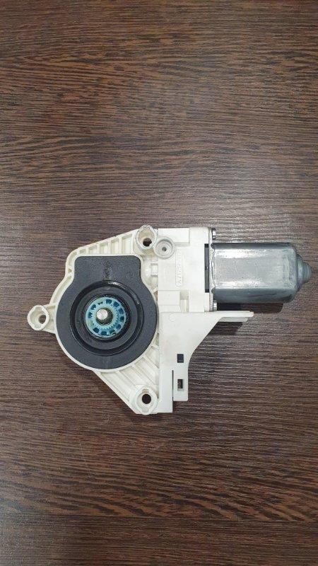 Мотор стеклоподъемника передний левый RSQ3 2011-2018 8U 2.5 T CTS
