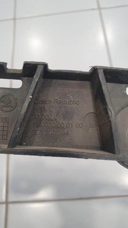 Кронштейн бампера задний правый Skoda Octavia 5E