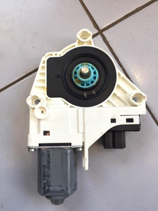 Мотор стеклоподъемника Skoda Yeti 2010 5L 5L0959811 контрактная
