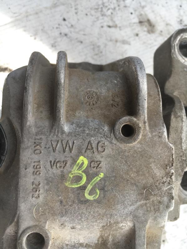 Подушка двигателя передняя правая passat 2009 b6 variant BZB
