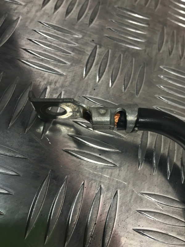 Минусовая клемма провод BMW 3-Series E90LCI N46B20E