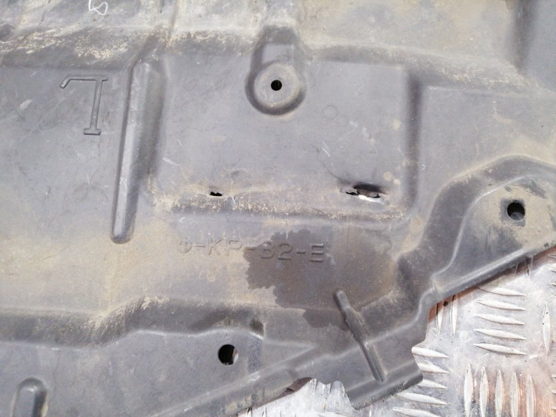 Защита двигателя левая Camry 2011 acv40 2AZ-FE