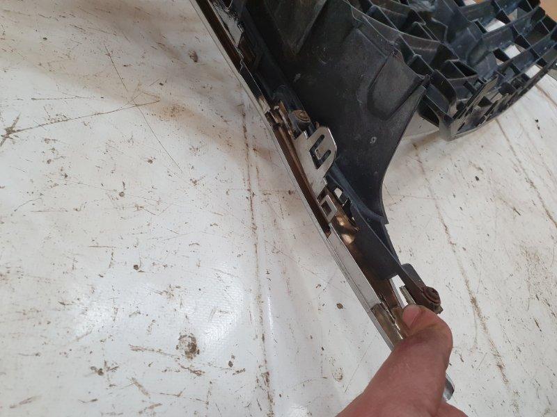 Решетка радиатора LX 2