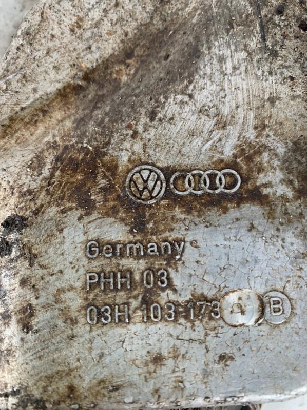 Крышка двигателя задняя Volkswagen Touareg 7P5 3.6 (CGRA)