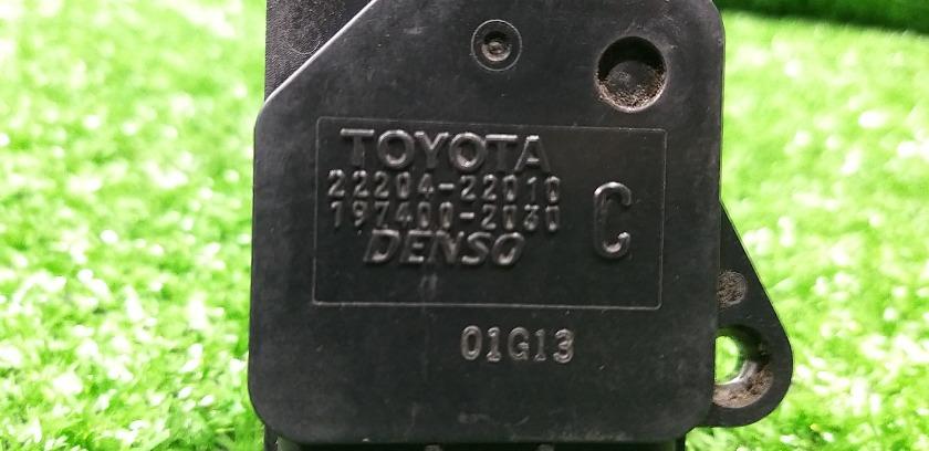 Датчик расхода воздуха TOYOTA Ipsum ACM26 2AZFE 22204-22010 контрактная