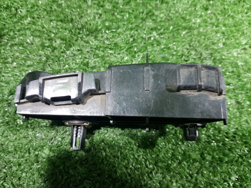 Крепления бампера задняя левая Corolla Fielder NZE144