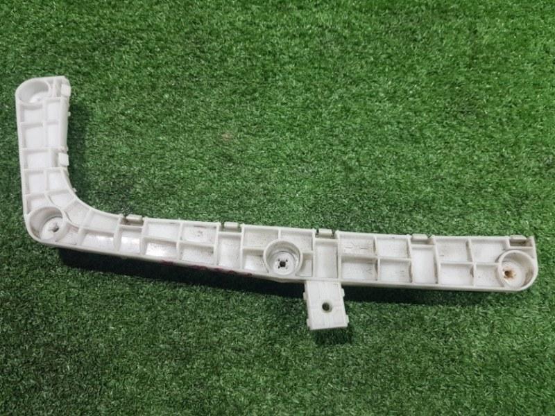 Крепления бампера задняя правая Delica D-5 CV5W