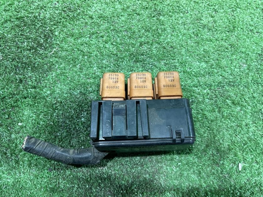 Блок предохранителей передний NISSAN PRESAGE VNU30
